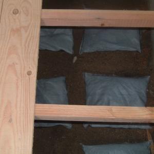 床下調湿材を選ぶ前のチェックポイント!吸湿と放湿の性能の違いで他を圧倒する調湿剤とは?