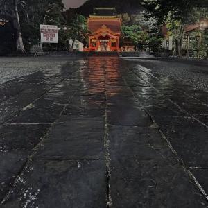 雨の宵宮祭【鶴岡八幡宮】清めの海藻は掲げられていました。