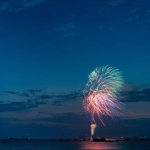 葉山花火大会【真名瀬海岸】台風の影響で風が強く吹いていた