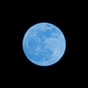 新年「青い月の嵐の年」へ…「磁気の月」