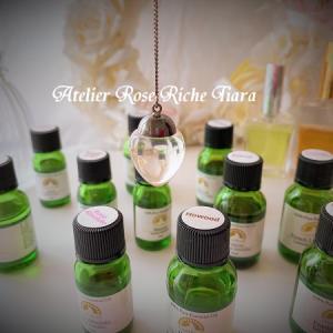 ダウジングで選ばれた香りのブレンドで「アロマパルファン(アロマ香水)」が誕生!
