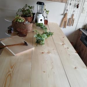 カウンターテーブルと棚を作る