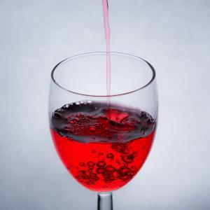 【朗報】ロート製薬がワインに育毛成分を発見!!!