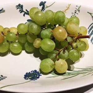 実家から果物と野菜が届く