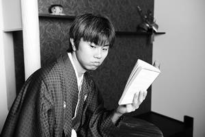 東京の銀座・新橋にある写真スタジオで文豪のような写真撮影体験