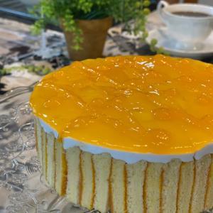 洋菓子コースでマンゴーの爽やかなケーキ