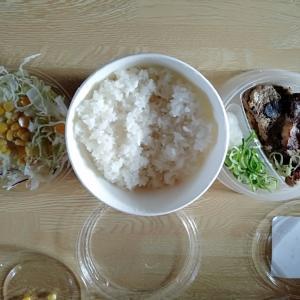 松屋弁当でランチ。