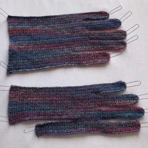 ヨーロッパの手あみから横編みのグローブ