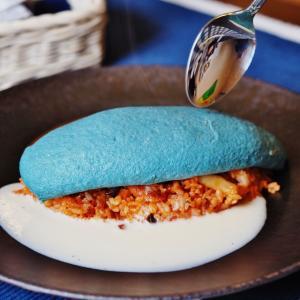 岡山で青やピンクのカラフルオムライスを発見!西洋料理Bizenya(ビゼンヤ)で各色10色限定で提供