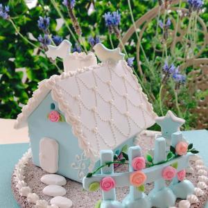 春らしい、つるバラのあるハウスが完成です。