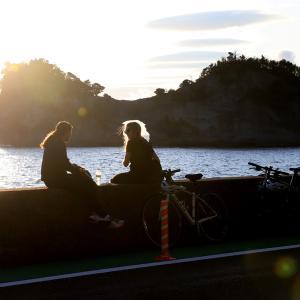 円月島の夕日と千畳敷の天の川