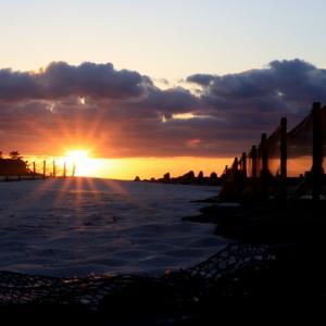 深秋の白良浜で眺める夕日