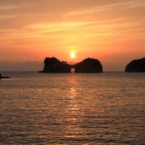 円月島の夕日と夕焼け