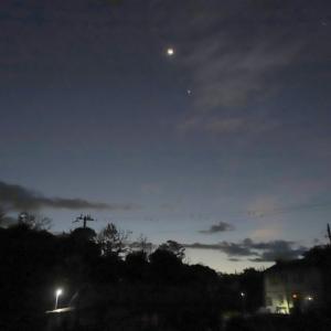 三日月と金星そして南紀白浜の夜明け