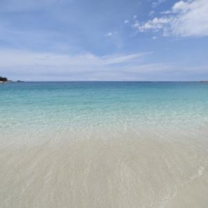 シララブルーの白良浜海水浴場