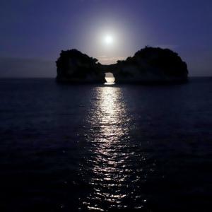 中秋の名月の 「 円月島 」 月光から日の出まで ( 最後に一連のタイムラプス撮影 )