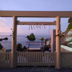 二見浦の夫婦岩と美しい夕焼け