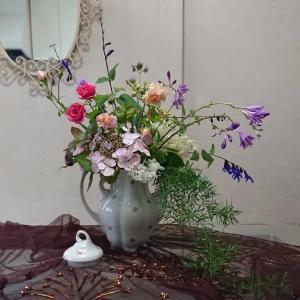 少なくなった庭の花たちをコーヒーポットに❣️