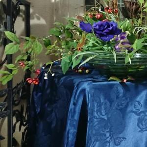 庭の植物と手持ちの花材でアレンジ❣️