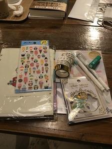 A5システム手帳を、家において。たまにカフェで。手帳というより、自分のためのノート