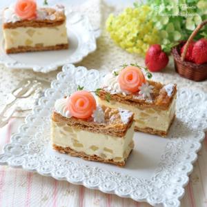 リンゴのミルフィーユ風ムースケーキ