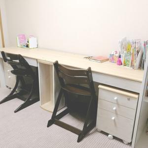2歳差姉妹用の学習机♪シンプル・安いコンパクトなツインデスクを6畳に置いて勉強部屋に!