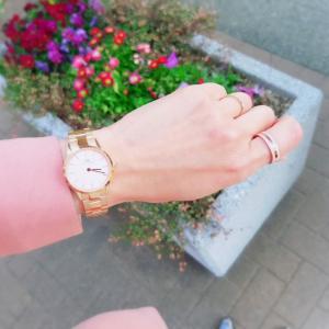 イエベオータムに似合う春色ファッション&腕時計♪
