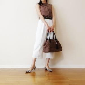 大容量で大人可愛い♪大きめかごバッグを使った30代ママファッション。