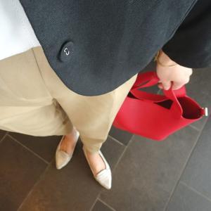 """少ない荷物で身軽におでかけ☆30代に似合う""""長財布が入る小ぶりバッグ"""""""