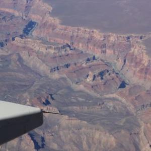 空撮グランドキャニオン!! アメリカン航空シカゴ~ロサンゼルス便の窓から見る絶景。