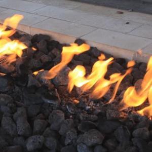 戸外に暖炉―アメリカも景気がよくなった!?