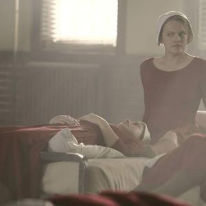 海外ドラマ「ハンドメイズ・テイル/侍女の物語」<シーズン1>#4『メッセージ』異常な世界の中で生きていくカギは耐えられる精神力と心のつながり。エリザベス・モス主演【感想】