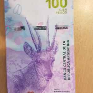 アルゼンチンの新100ペソ札は北部アンデス鹿のタルカが出回り始めました。