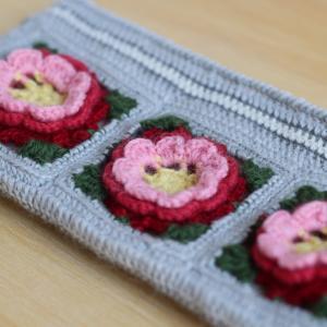 立体バラモチーフのクロッシェポーチを編みました