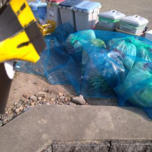 公園遊具の消毒活動「ゴミは爆弾と同じ」