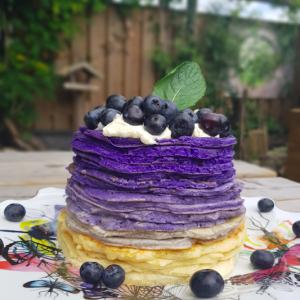 紫のグラデーションパンケーキ
