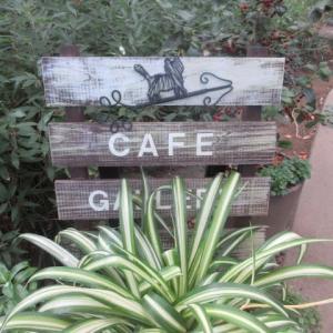 ギャラリーのあるカフェへ。