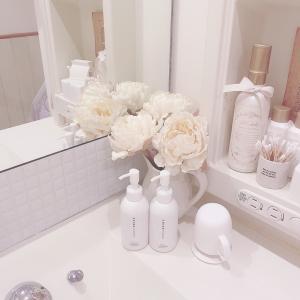 洗面台の鏡にタイルシール