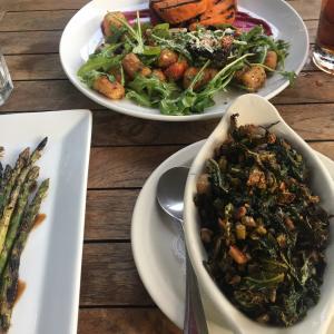 ディナーは沢山のグリル野菜