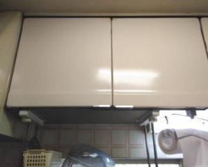 キッチン吊戸棚の中