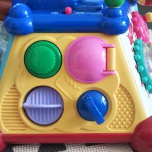 【生後7ヶ月】知育玩具で遊んで…る?