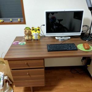 仕事机、セルフで組み立てられた