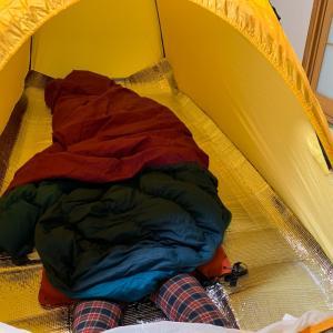 テントを広げて