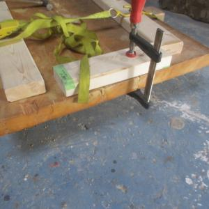 古くて変形したテーブル天板のリメイク作業