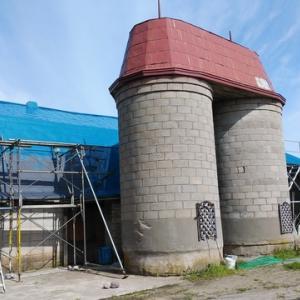 牛舎塗装の追加作業と仕上げの塗装