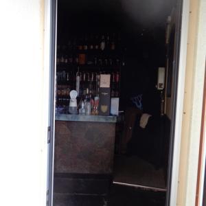 入り口ドアの交換現場作業