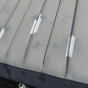 屋根のトタンの工事の足場・ついでに塗装もです