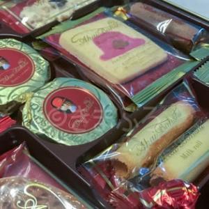 日本のお菓子、もらっちゃった♫