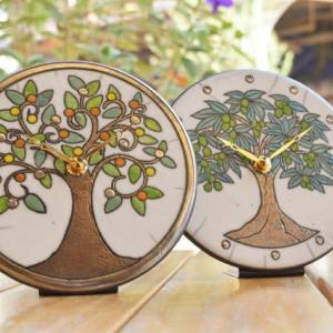 柑橘やオリーブの木がモチーフの「ザッカレラ」は、願いが込められた陶器時計です。