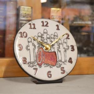 ムーミンシリーズの陶器時計「ザッカレラ」から、ニョロニョロが届きました。